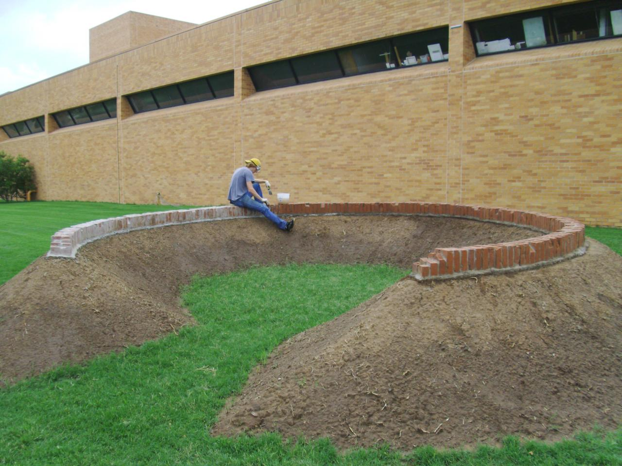 Andrew green earth circleplanted on campus at baylor for Mounding grass